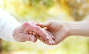 Cuidados com a saúde dos idosos no outono