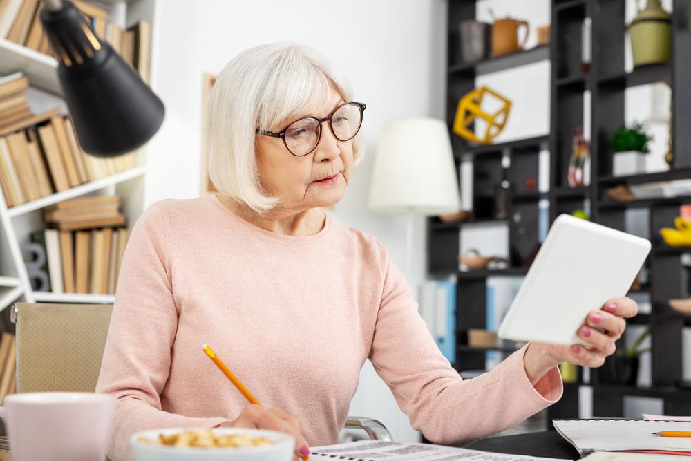 Há ligação entre aprender uma língua e evitar o Alzheimer