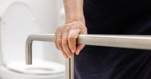 Como reduzir o risco de quedas em idosos