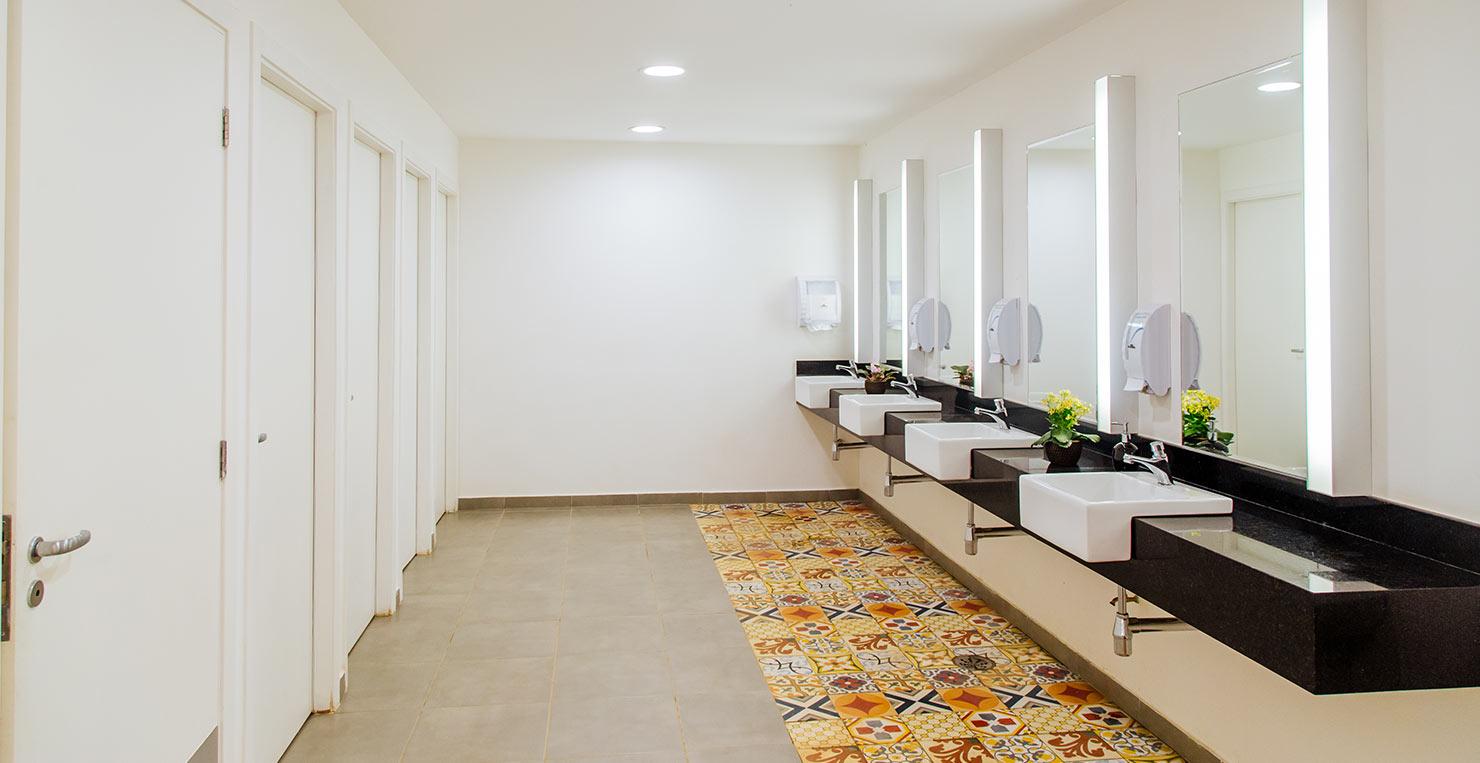 cora-ipiranga-banheiro-coletivo