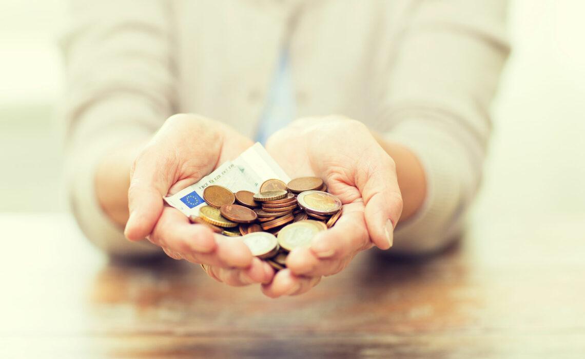 Dicas-para-se-prevenir-de-golpes-financeiros-em-idosos