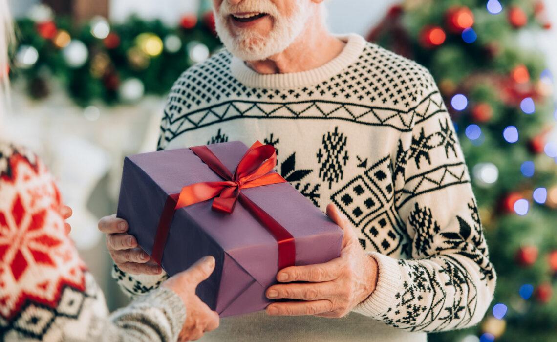 10-Dicas-de-presentes-de-natal-para-um-idosos-com-demência.
