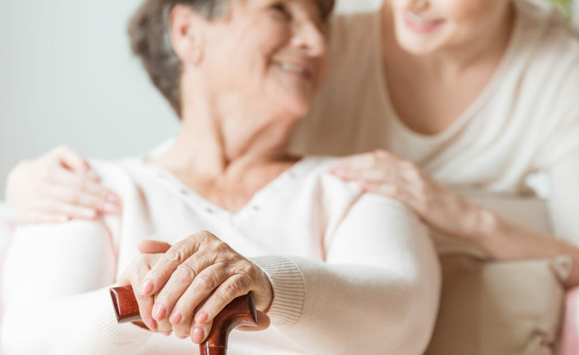 Cuidados em casa, casa de repouso ou residencial para idosos?