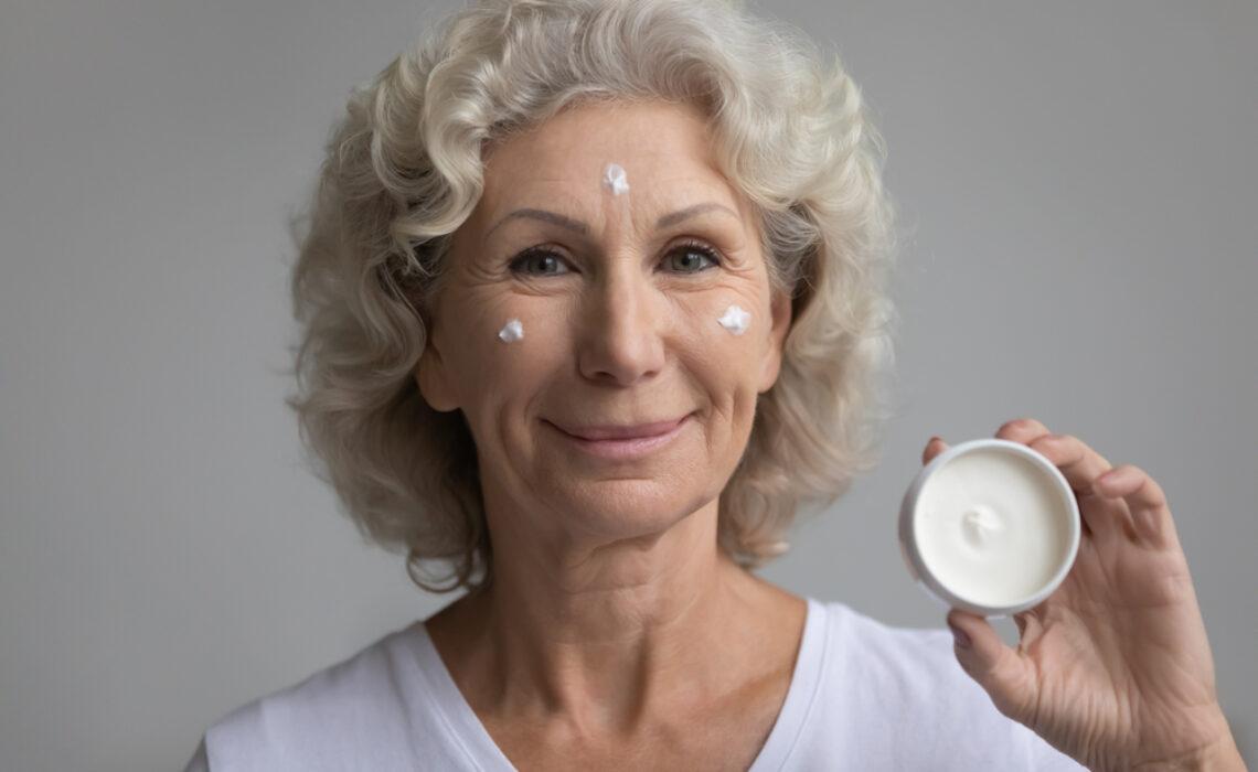 Descubra-mais-sobre-cosméticos-para-idosos