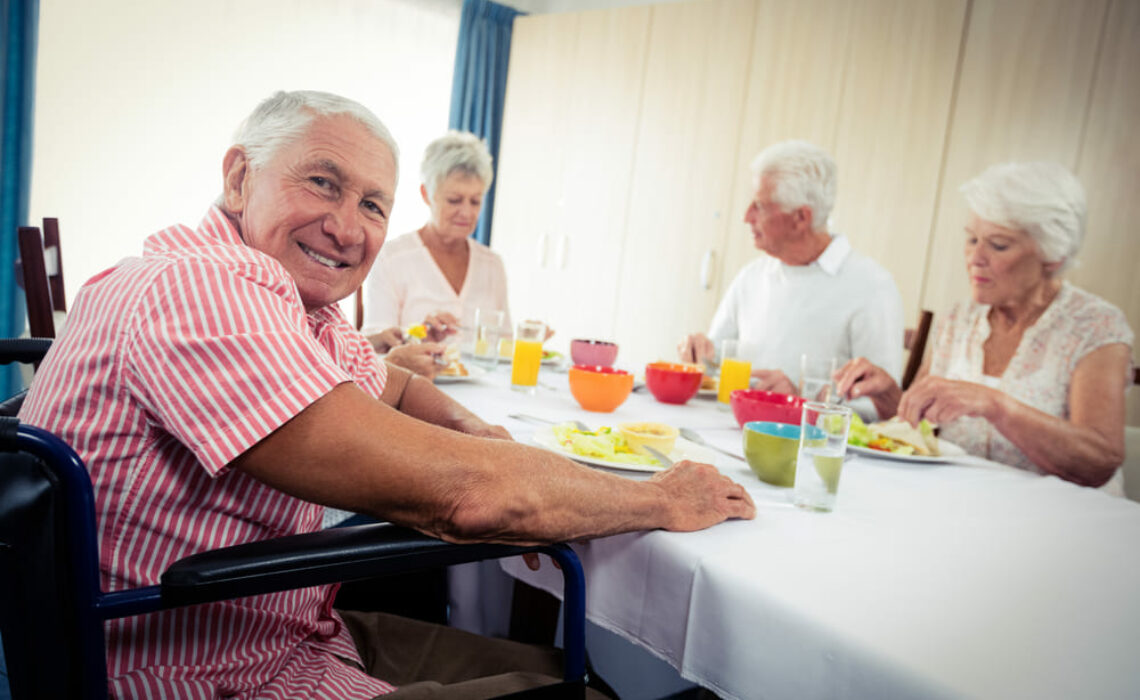 Entenda como fazer uma mudança nos hábitos alimentares de idosos