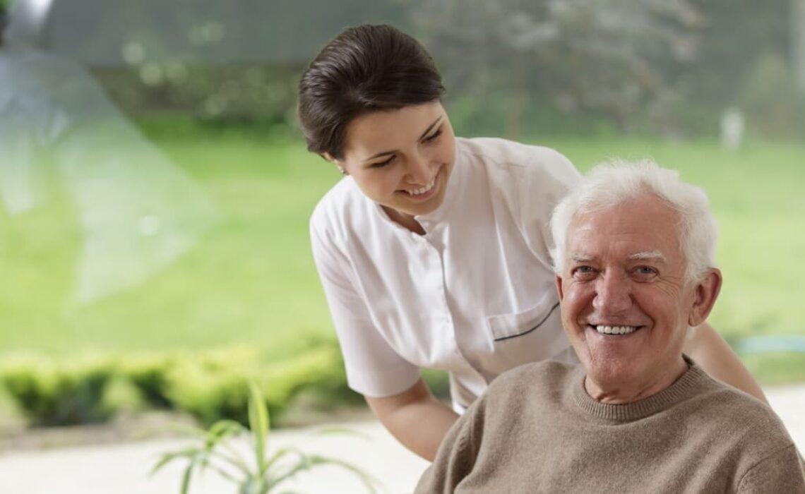 O que é institucionalizar o idoso?