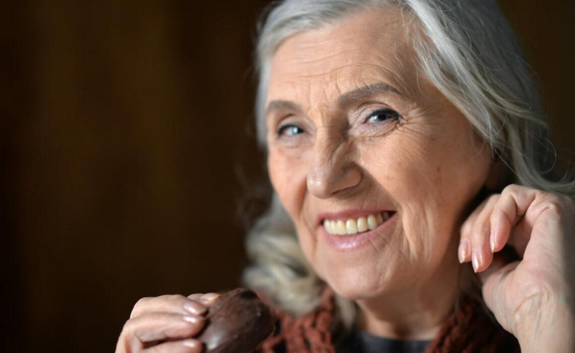 Páscoa: quais os benefícios e malefícios do chocolate para os idosos?